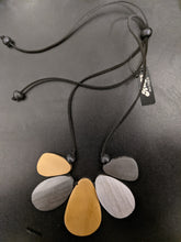 Load image into Gallery viewer, Wooden Necklace with Teardrop Fan