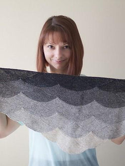 Aranami shawl, knitted shawl designed by Olga Jazzy