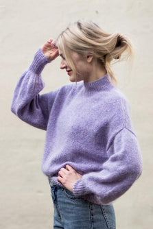 Balloon sweater designed by PetiteKnit, light purple knitted sweater with balloon sleeves, the side