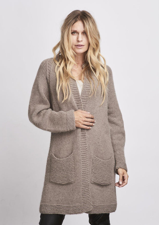 Long and open light brown cardigan knitted at large needles, with pockets in front, made in Önling no 1 merino wool, the front