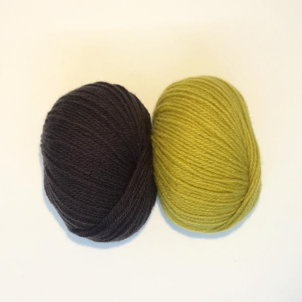 Yarn kit for Cassandra top handknitted in Denmark, Önling No 2 sustainable merino yarn in yellow and shale