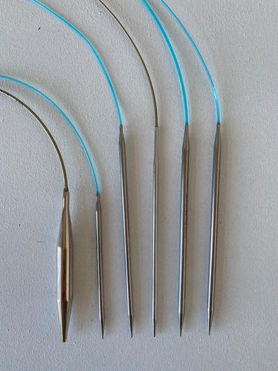 Circular knitting needles in many sizes