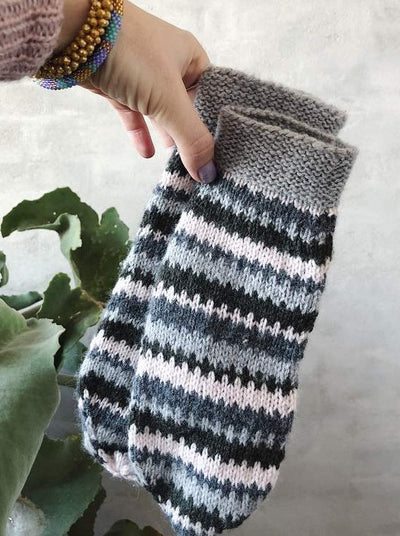 Cornelia mittens with stripes - Önling Nordic knitting patterns and yarn
