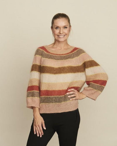 Fluffy fluffy sweater knitted in Isager Silk Mohair and Krea Deluxe Shiny, designed by Katrine Hannibal for Önling