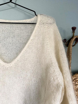 Neckline of Kumulus sweater from Petiteknit, knitted in white silk mohair from Önling