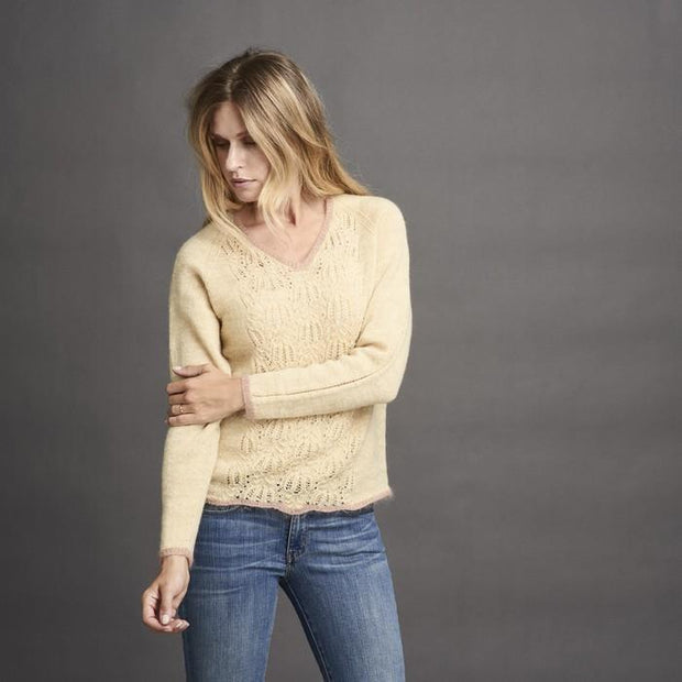 Limoncello light sweater with beautiful lace pattern at front and back, in a light yellow color with rose edges, made in Isager Highland Wool and Silk Mohair, the front
