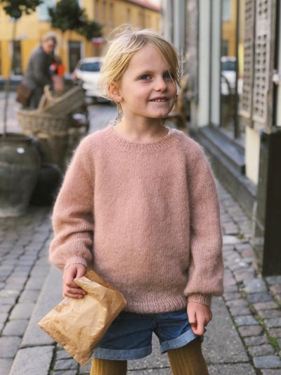 Novice Sweater Junior - Mohair edition, fra PetiteKnit, silk mohair strikkekit Strikkekit PetiteKnit