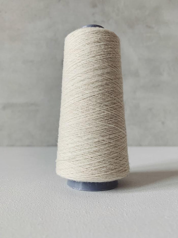 Önling No 13 – accompanying Cashmere thread in off-white
