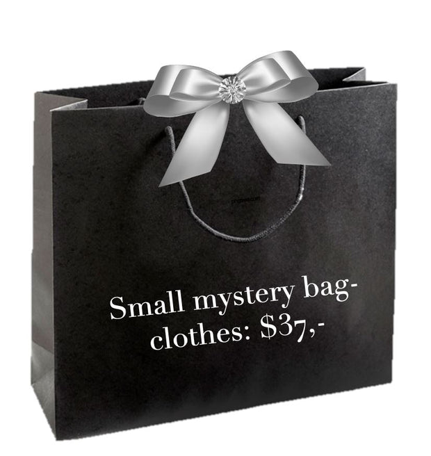 Small mystery bag with clothes Önling