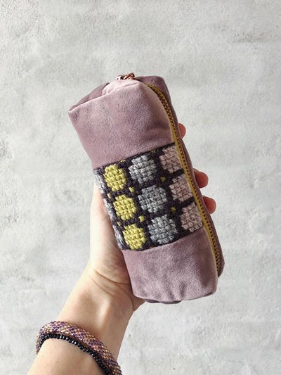 Small pencil case w. embroidery, sewing kit Sewing and embroidery Önling - Katrine Hannibal ORG