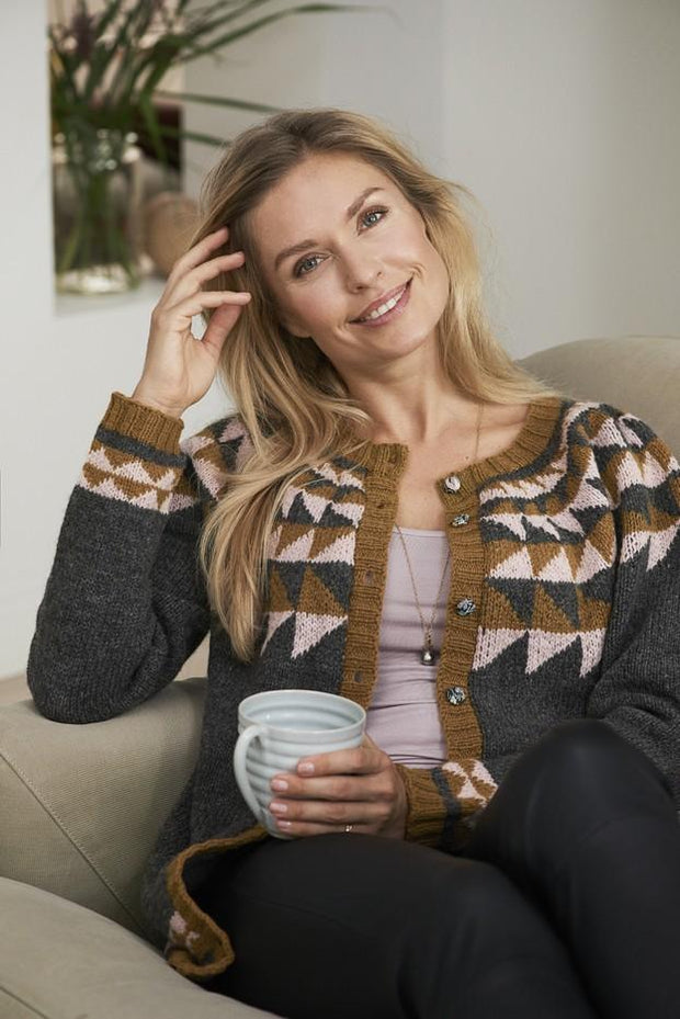 Alfdis knitted cardigan with icelandic inspired pattern, knitted in Isager Jensen and Tvinni wool yarn.