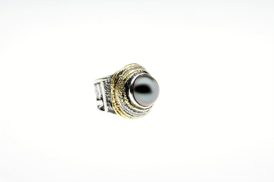 Black tahitian pearl ring set in sterling silver and gold plated, one of a kind