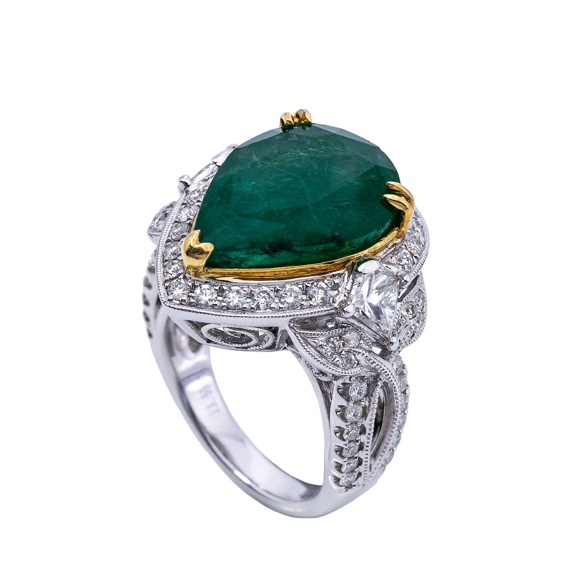 18K White Gold Round Shaped Emerald Ring