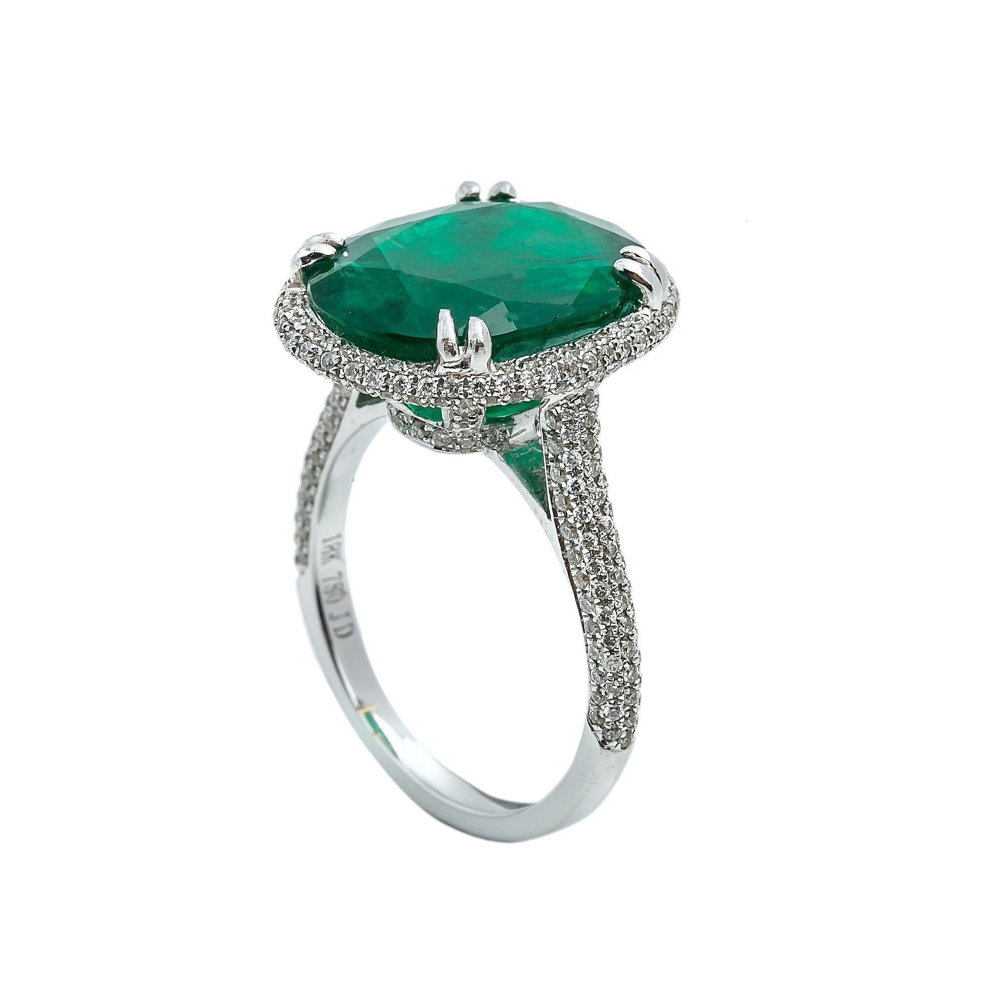 LADIES 18K WHITE GOLD HAND RING WITH 0.90CT DIAMONDS AND 8.55 CT EMERALD