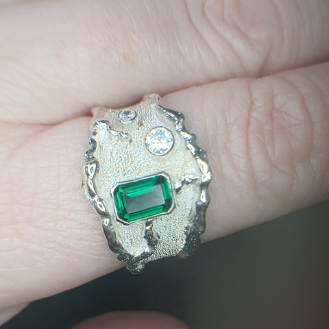 Green Stone Molten Edge Ring