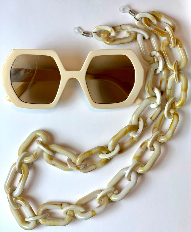 GOLDxTEAL Good Milk Sunglasses Set. Gorgeous over sized geometric shaped sunglasses with oversized resin chain.