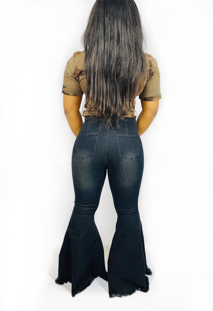 Gold x Teal black bell bottom jeans. The classic flare leg bottom jeans with a modern twist. Perfect jeans to pair with a t-shirt, blazer and heels.