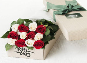 12 Mixed Red & White Roses Gift Box