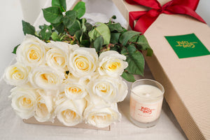 12 White Roses And Duft & Chandelle Soy Candle