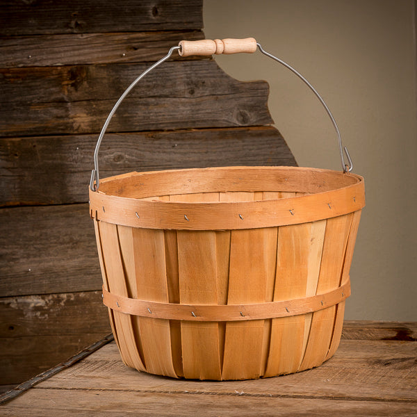 Old-fashioned Southern-style Peck Basket