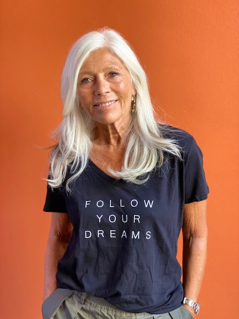 Short Sleve Tee FOLLOW YOUR DREAMS V-Hals