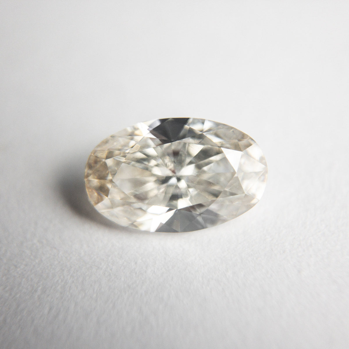 1.21ct 8.89x5.64x3.21mm VS2 Champagne Oval Brilliant 18534-01