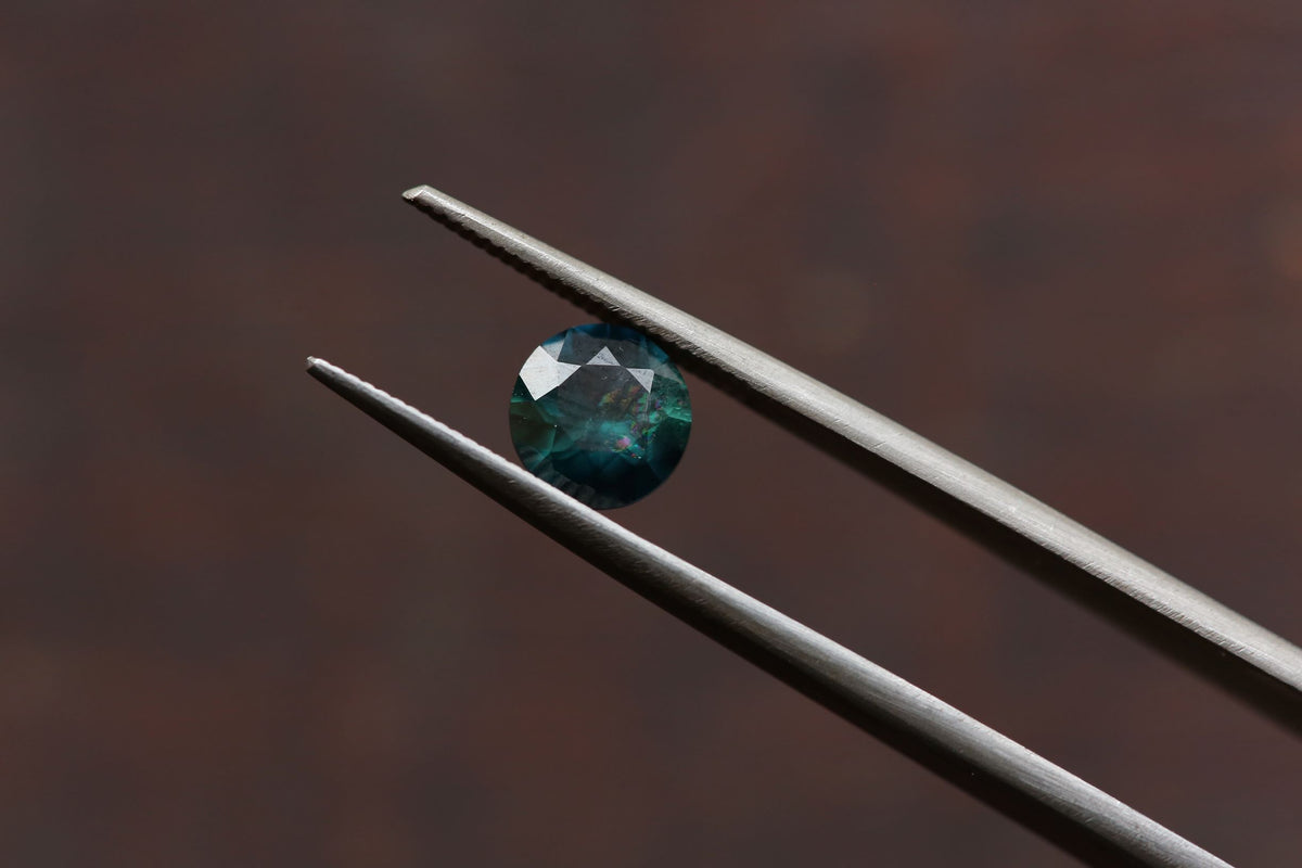 ON HOLD 1.50 carats Round Rainbow Teal Sapphire