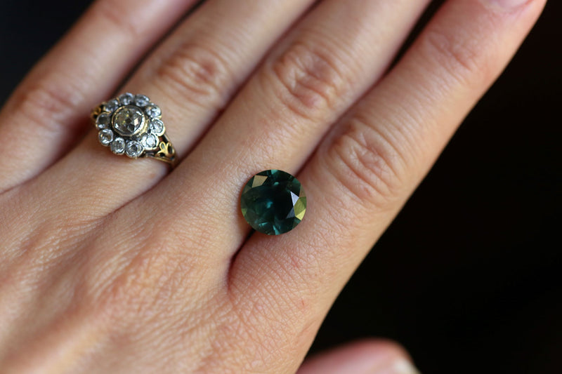 The Selkie 5.76 carats Teal Round Sapphire