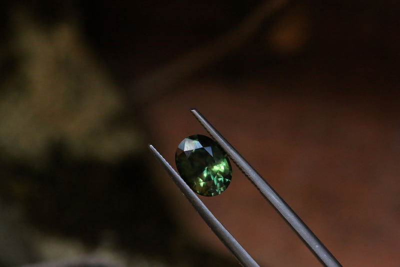 2.16 carats Forest Green Oval Sapphire