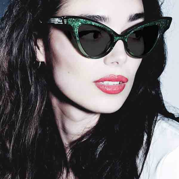 Female model wearing JOIUSS Glimmer green sunglasses