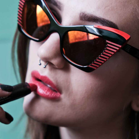 Female model wearing JOIUSS Doreen black and red sunglasses
