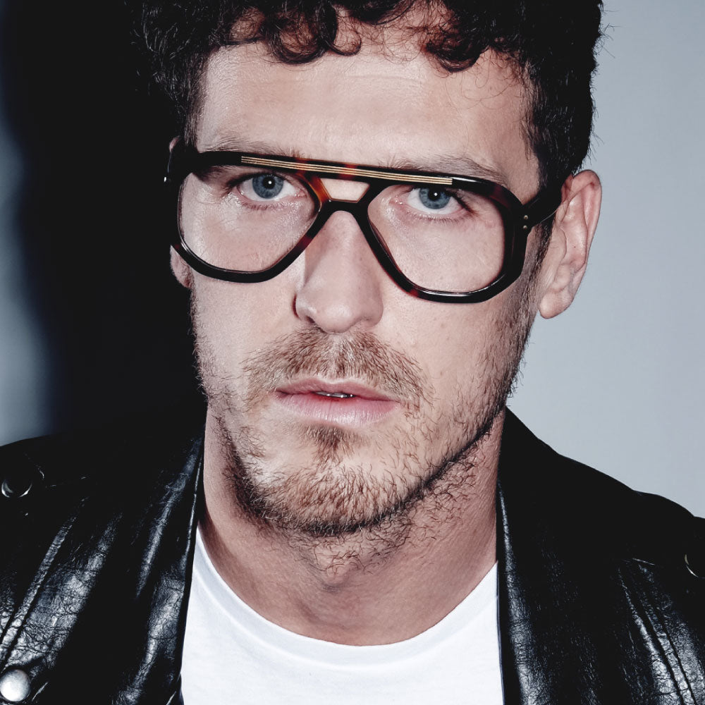 male model wearing tortoiseshell navigator glasses