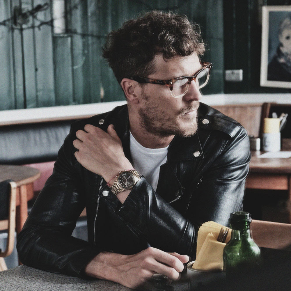 male model wearing tortoiseshell wayfarer glasses