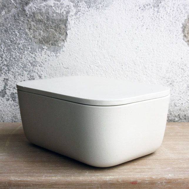 Butter Dish, Off White w/ lid