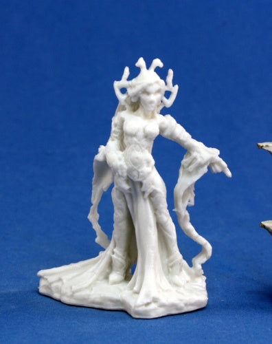 Reaper Bones: Shaeress, Dark Elf Queen (77066)