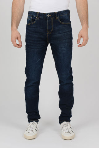 Men-slim-fit-tapered-leg-jeans-uk