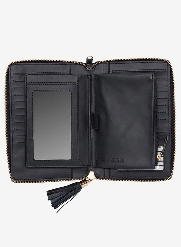 ESSENTIALS RFID OVERSIZED LEATHER WALLET