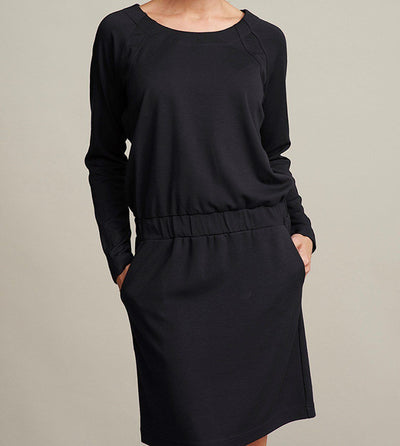 Aisha elegant dress, black knee-long dress with long sleeves and cord around the waist, made in viscose, the front