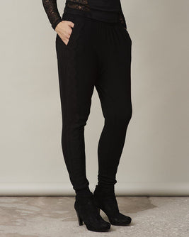Anna black sweatpants with lace along the legs, made in thin and light wool and cashmere, the front