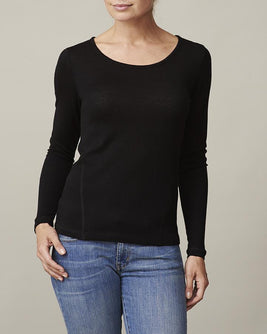 Anna plain black t-shirt with long sleeve, made in thin and light wool and cashmere, the front