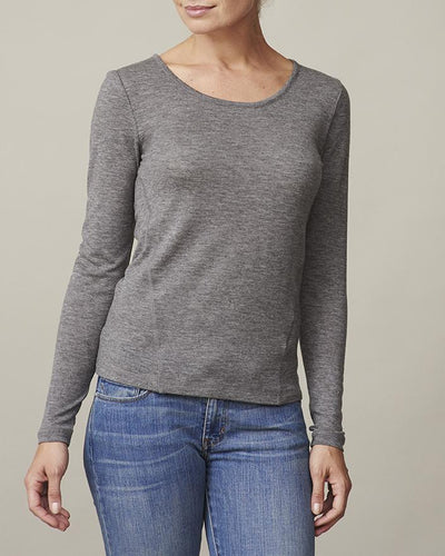 Anna plain grey t-shirt with long sleeve, made in thin and light wool and cashmere, the front