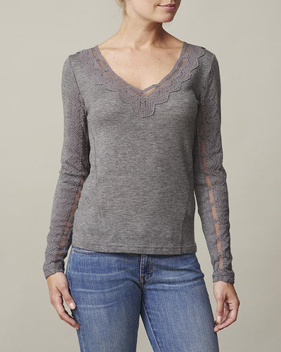 Anna grey t-shirt with long sleeves, v-neck and lace along sleeves and neckline, made in thin and light wool and cashmere, the front