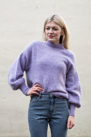 Balloon sweater designed by PetiteKnit, light purple knitted sweater with balloon sleeves.