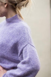 Balloon sweater designed by PetiteKnit, light purple knitted sweater with balloon sleeves, the shoulder