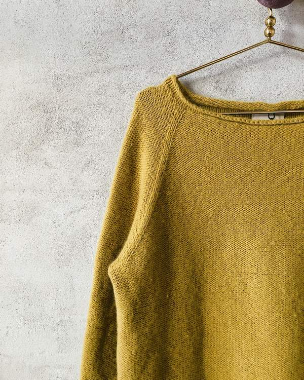 Caroline classic raglan sweater in yellow, an Önling knitting pattern