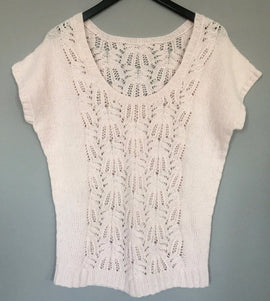 Celina delicate soft pink summer top with a beautiful frost-work pattern on front and back piece, made in Önling no 2 light merino wool