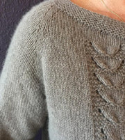 Clara elegant, beige knitted cardigan with beautiful fan pattern, made in Önling no 1 merino wool, detail picture of neckline and fan pattern