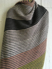 Cozy blanket with colored stripes, knitted in soft Önling No 1 merino wool