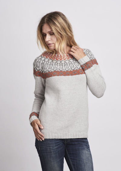 Dagrid icelandic knitted sweater in light grey with pattern in rust red and dark grey, made in Önling no 1 merino wool