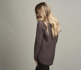 Damask light knitted sweater with beautiful brioche structure pattern in a shale/brown color, made in Isager alpaca and silk mohair, the back